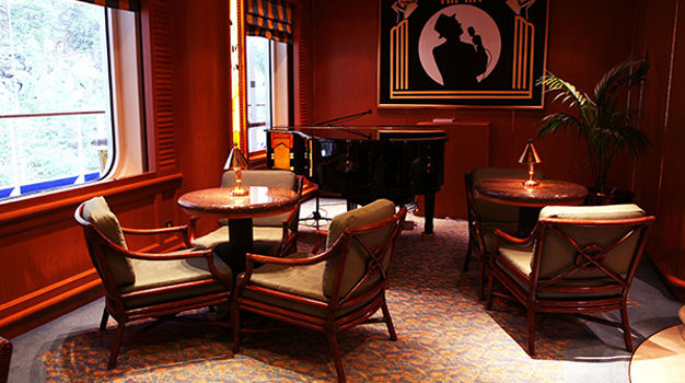 Лаунж Crooners Bar & Lounge