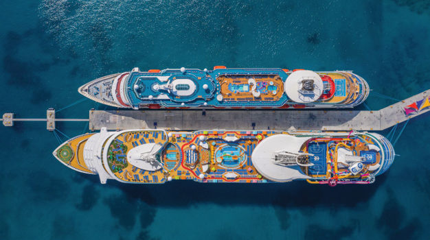 Navigator of the Seas  и Majesty of the Seas у пирса Coco Cay